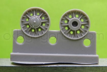 1/72 Wheels for KV, Cast with ribs and 8 circular apertures, early 1943 type