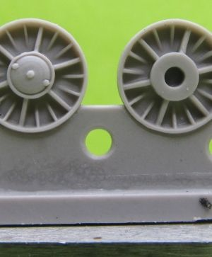 1/72 Wheels for KV, Cast reinforced, January 1942, type 1 with round hub