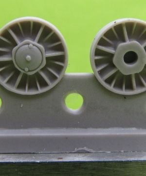 1/72 Wheels for KV, Cast reinforced, January 1942, type 2 with sextuple hub